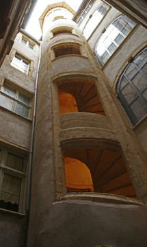 Immeuble inscrit 4 rue St Jean Lyon 5 – Cour et escalier
